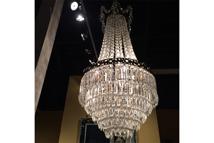 Small and sexy – my favorite chandelier in the hangar.