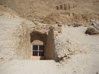 Wickham-tomb-entrance