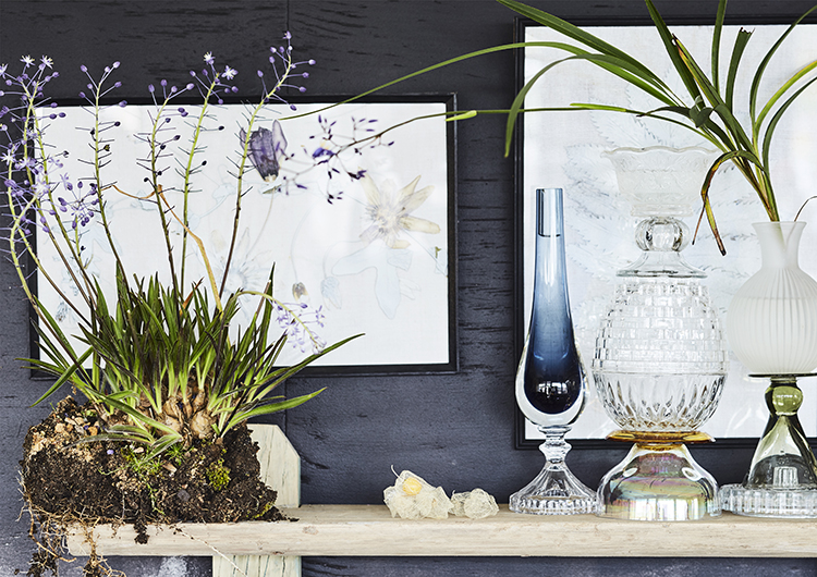 stacked glassware display with flowers