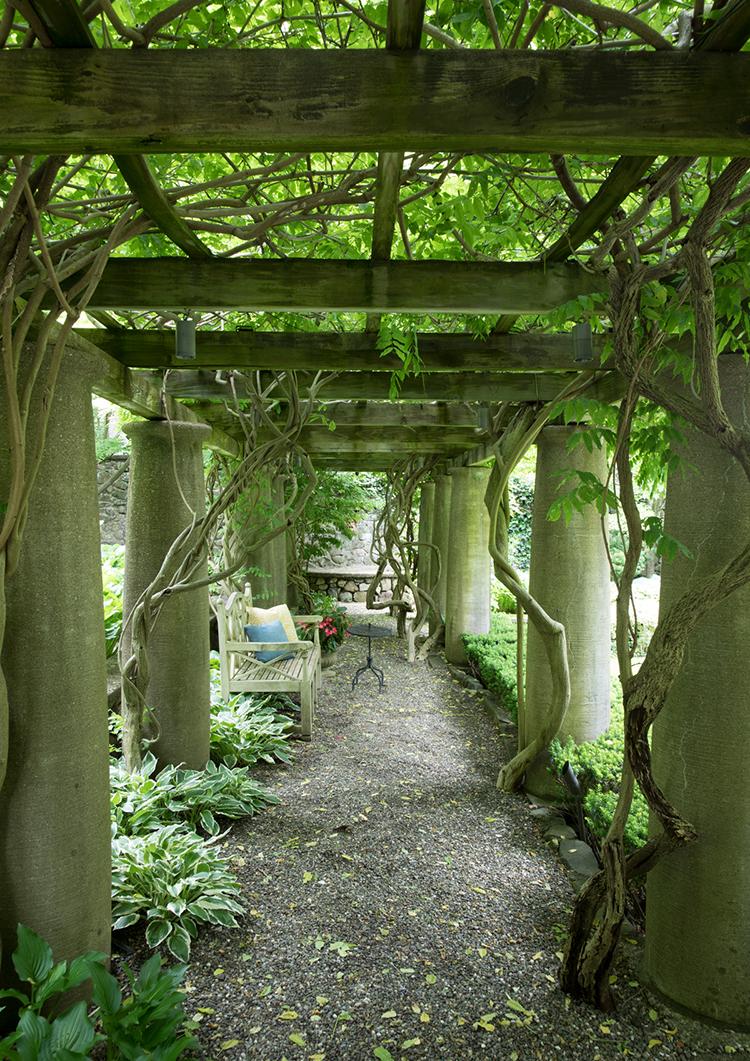 balderbrae gardens walkway