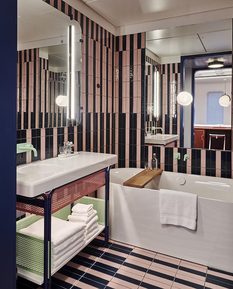 standard hotel london bathroom