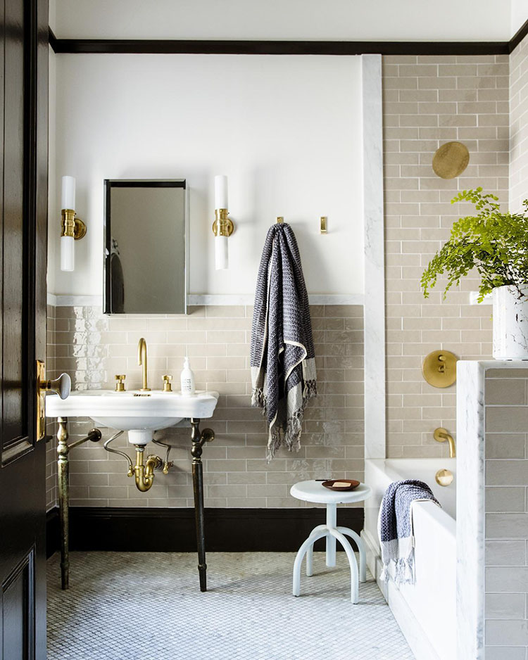 Lynn Kloythanomsup bathroom design