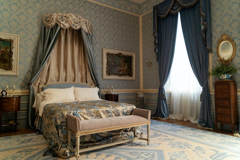 bridgerton bedroom decor