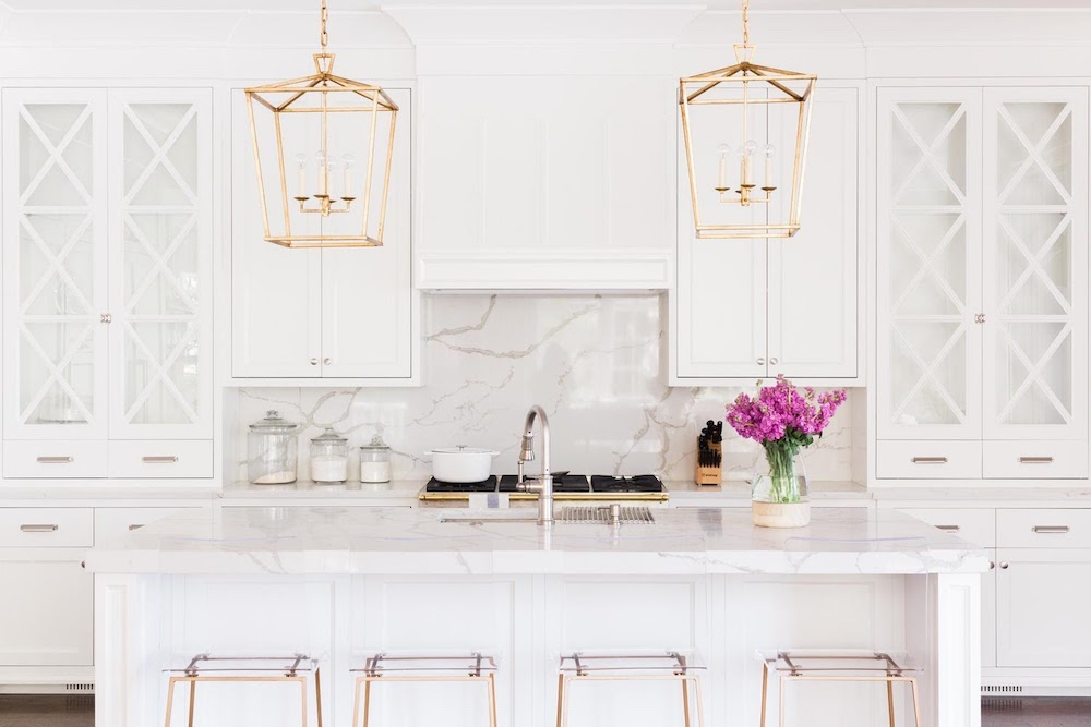 white kitchen with quartz backsplash in Hinsdale home