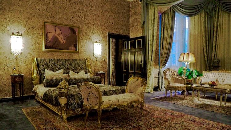 the queen's gambit best hotel rooms paris